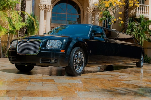 8 Person Chrysler 300 Limo Service Chula Vista